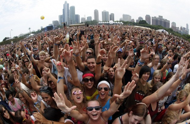 http://thedaytripperblog.files.wordpress.com/2011/08/144523-music-fans-wait-to-listen-to-foster-the-people-perform-at-the-lollapal.jpg?resize=624%2C408